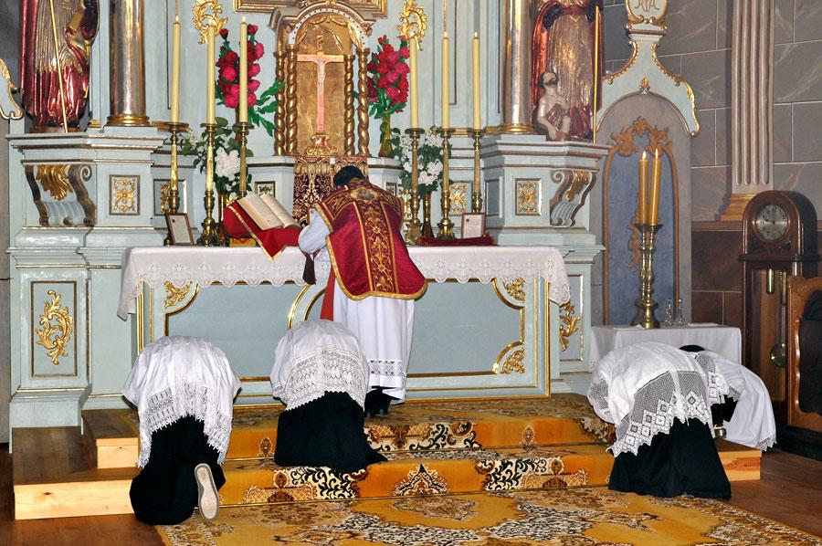 Wrześniowa msza trydencka w kościele z Rzochowa w skansenie w Kolbuszowej  - Zdjęcie główne
