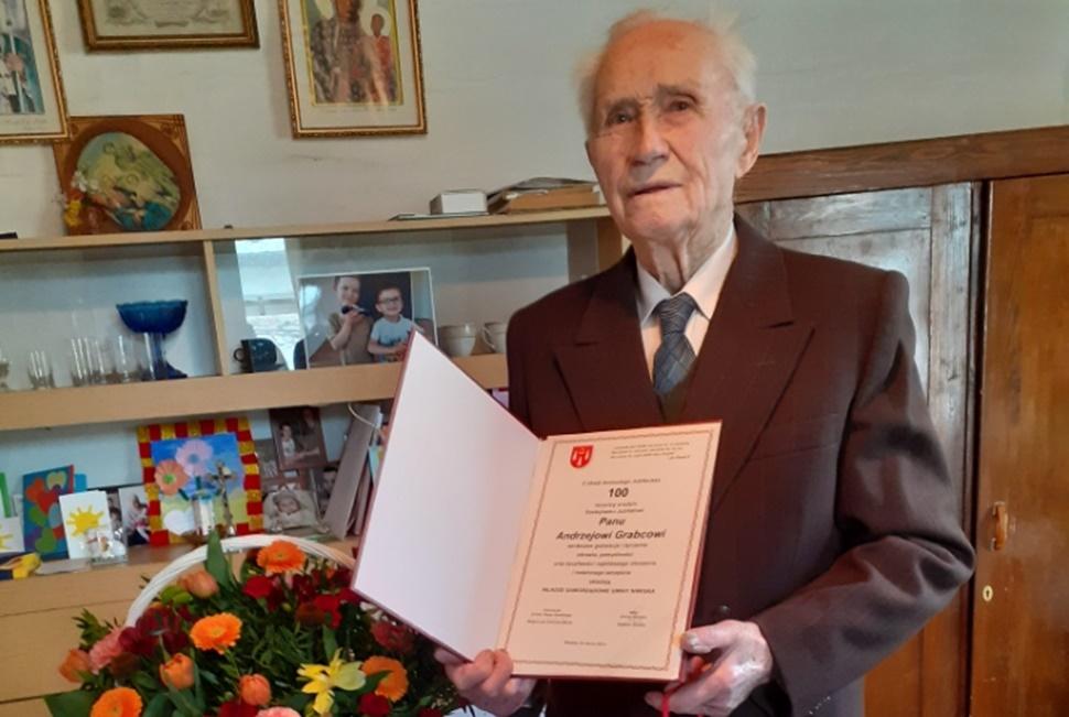 Andrzej Grabiec z Siedlanki świętował swoje setne urodziny  - Zdjęcie główne