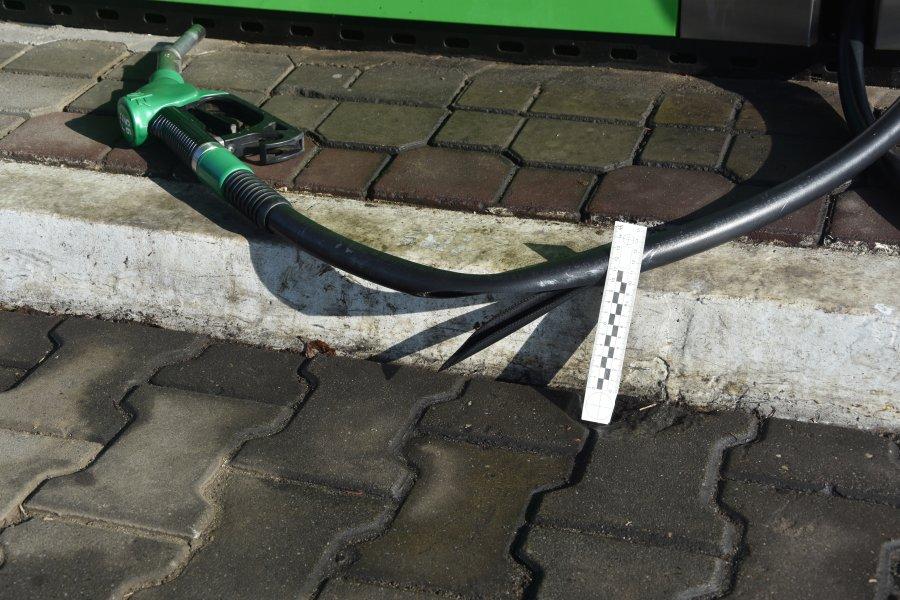 Z PODKARPACIA. Nie sprzedali mu piwa - z zemsty uszkodził węże na stacji  - Zdjęcie główne