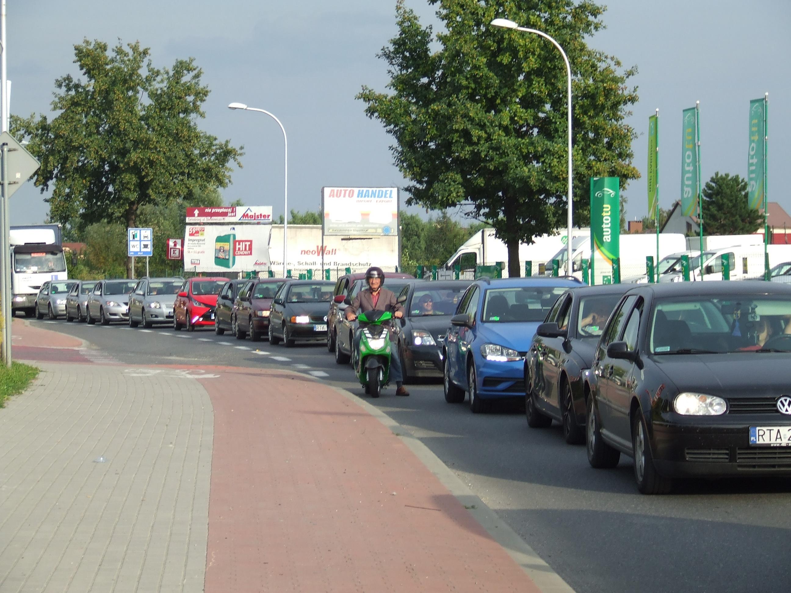 Ogromne korki w Tarnobrzegu. Trwa remont głównego skrzyżowania na wjeździe do miasta od strony Rzeszowa  - Zdjęcie główne
