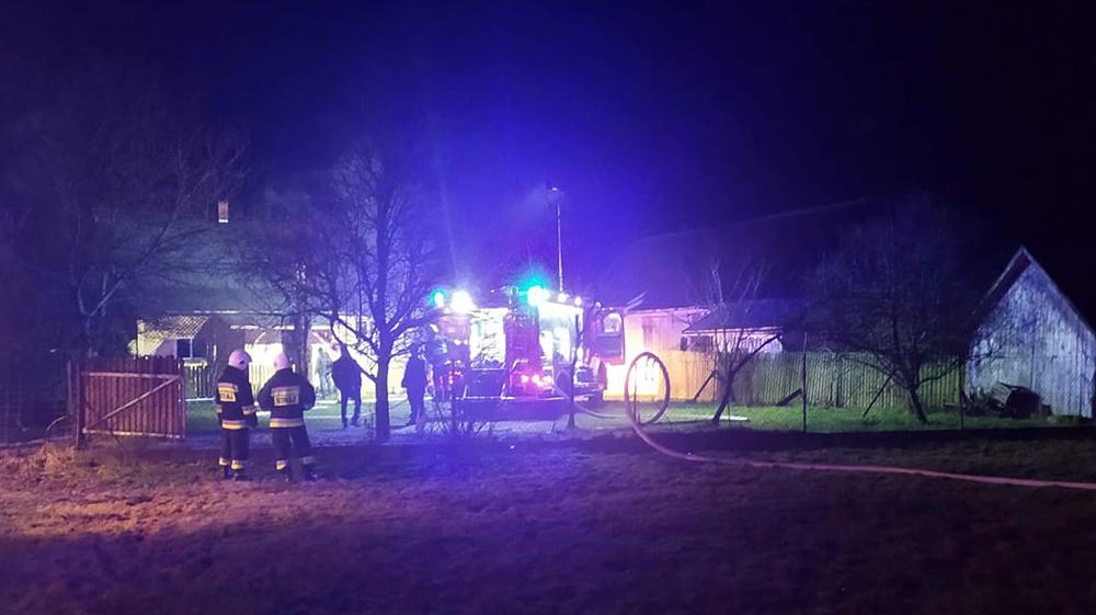 Nocny pożar domu na terenie gminy Cmolas  - Zdjęcie główne