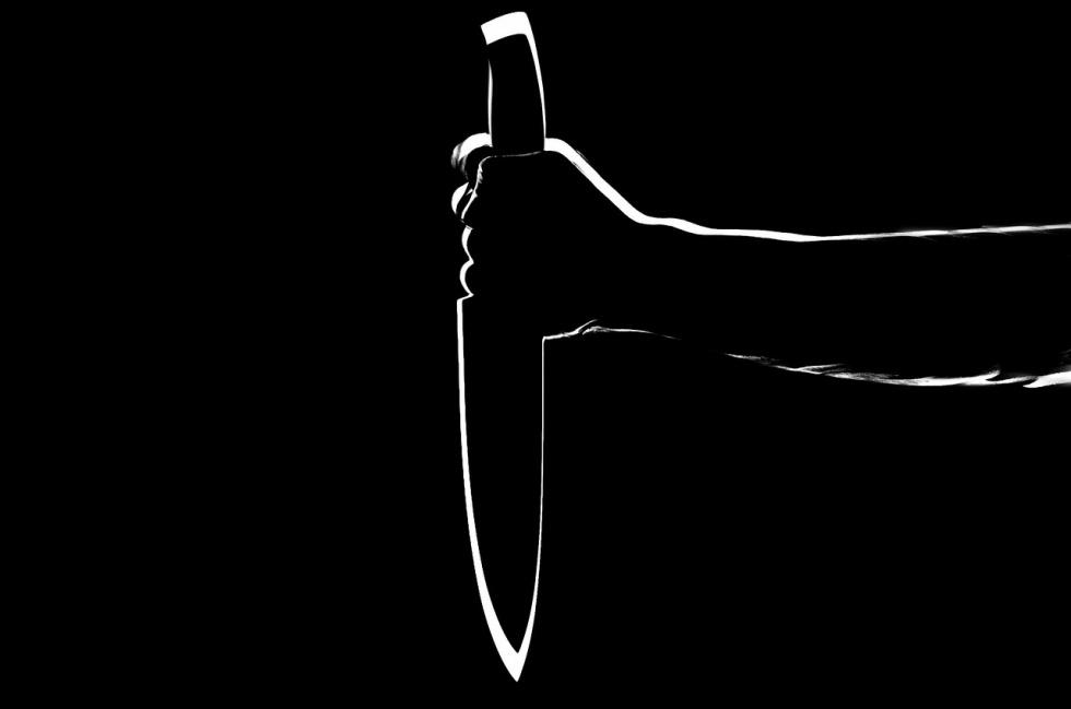 Podkarpacie. Czterokrotnie wbił ojcu 14-centymetrowy nóż - Zdjęcie główne