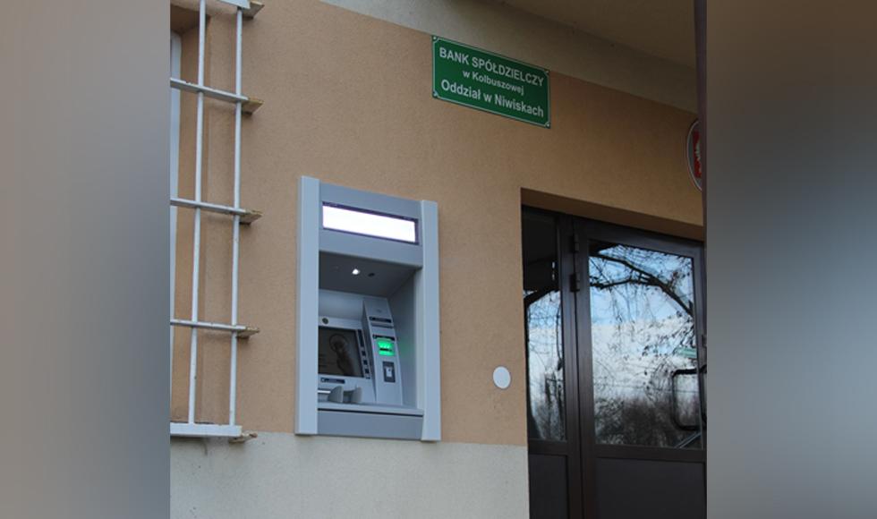 Niwiska mają swój pierwszy bankomat - Zdjęcie główne