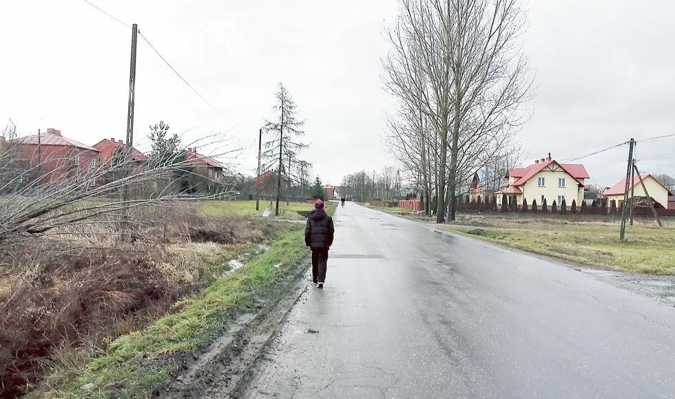 Mieszkańcy Woli Raniżowskiej walczą o budowę dwóch chodników za ponad 800 tys. zł - Zdjęcie główne