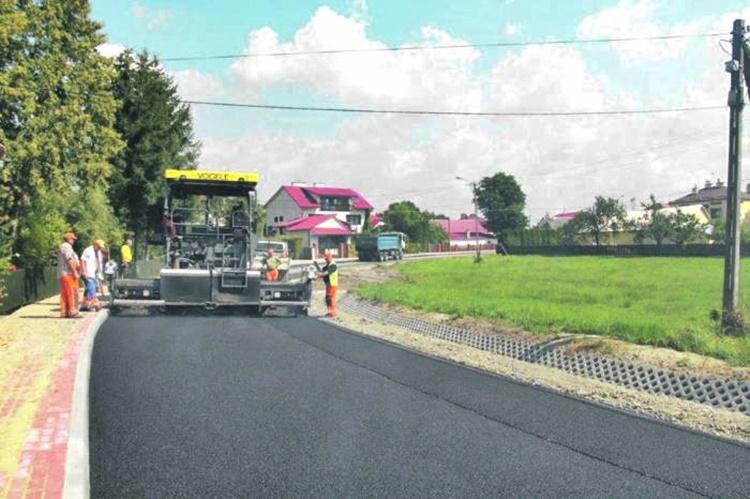 - Jazda nowym asfaltem będzie kończyć się w rowie - mówi nasz Czytelnik - Zdjęcie główne