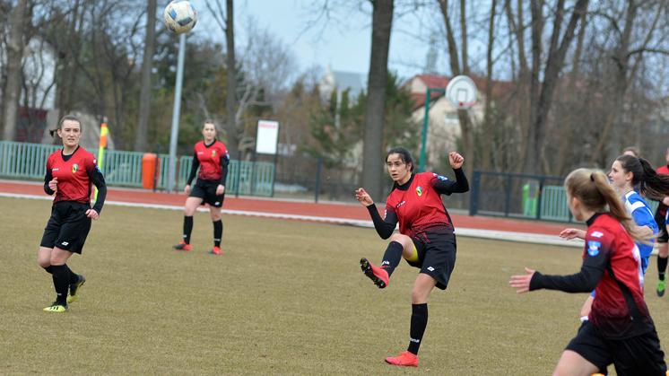 Piłkarki Sokoła. Trzy punkty w dwóch meczach - Zdjęcie główne