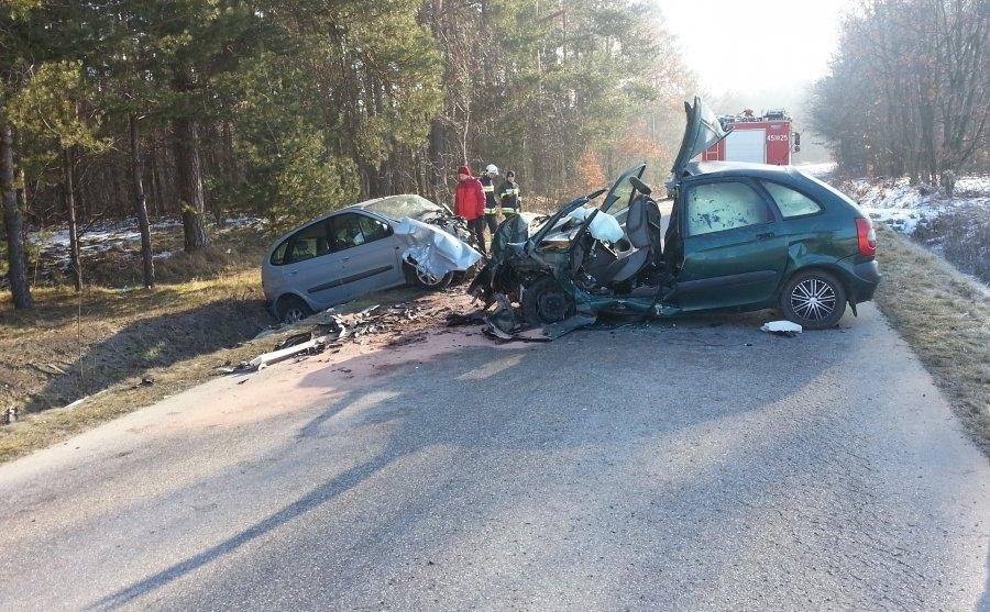 Dwie osoby zostały ranne. Do wypadku doszło na drodze relacji Cmolas - Jagodnik  - Zdjęcie główne