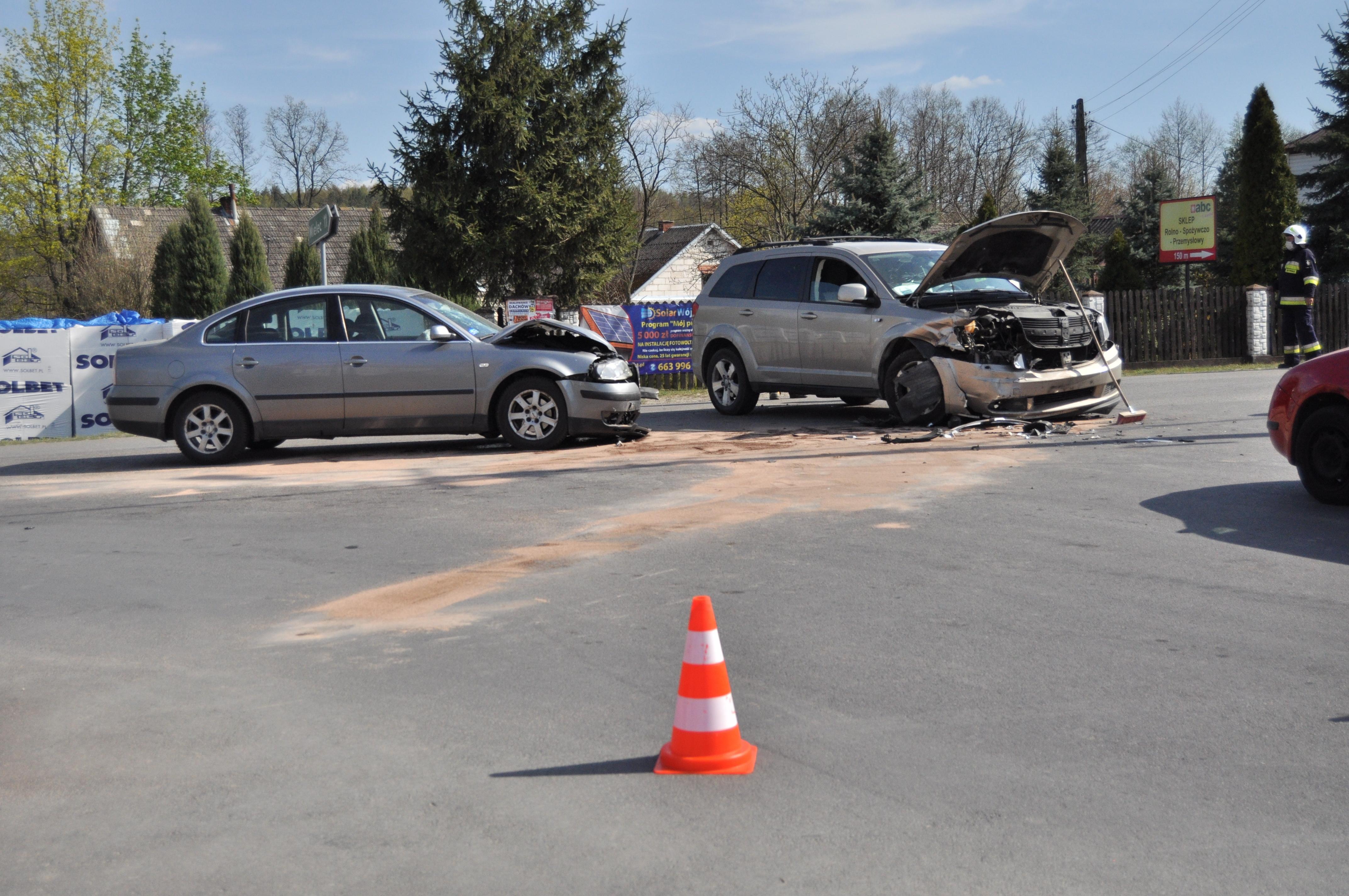 Wypadek w Ostrowach Tuszowskich. Dwie kobiety w szpitalu [FOTO AKTUALIZACJA] - Zdjęcie główne