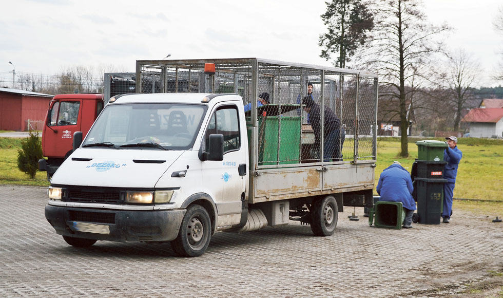 GMINA NIWISKA. Mieszkańcy skarżą się, że sprzed ich domów znikają kosze na śmieci - Zdjęcie główne