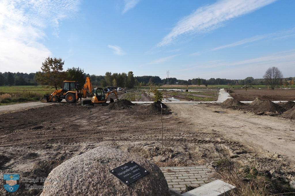 Park Niepodległości w Kolbuszowej rośnie w oczach. Zobacz postępy prac [ZDJĘCIA] - Zdjęcie główne