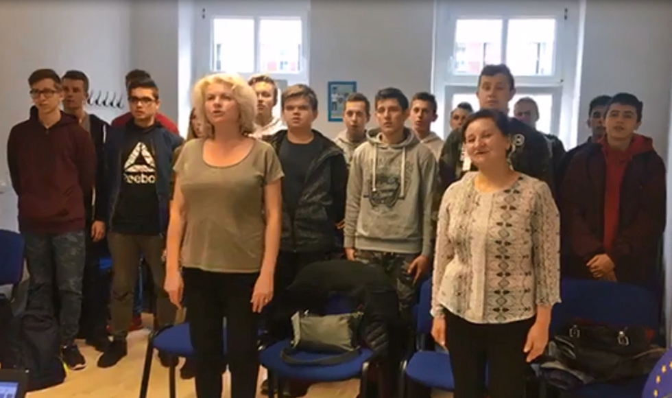 Uczniowie ZST Kolbuszowa także odśpiewali hymn narodowy. Zrobili to w Niemczech | WIDEO | - Zdjęcie główne