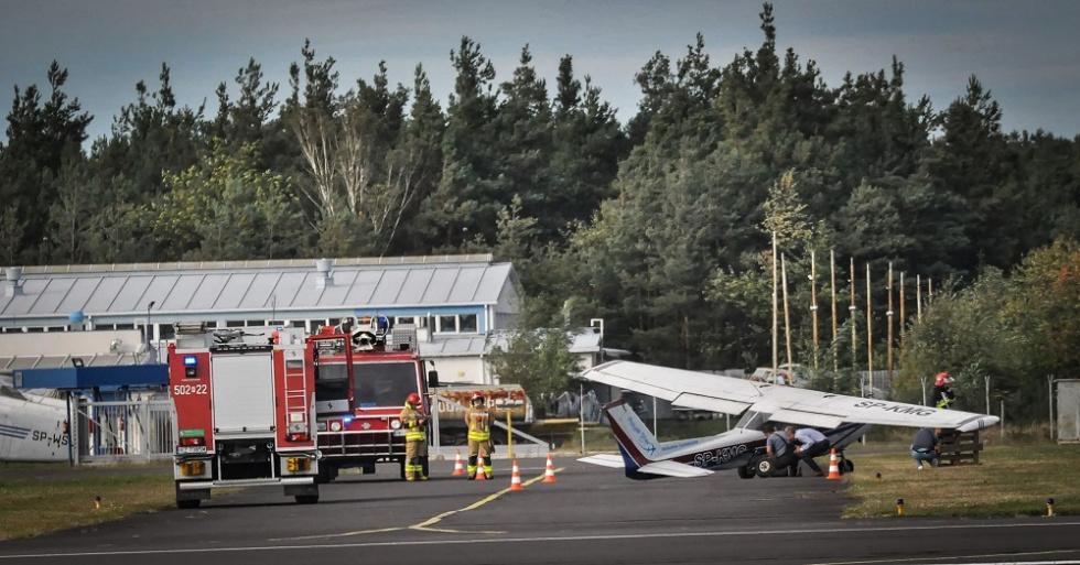 Z REGIONU. Samolot uderzył w znak - Zdjęcie główne