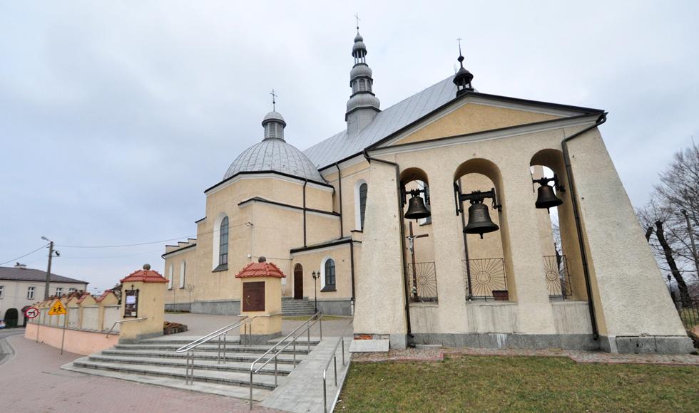 Kolbuszowska kolegiata przymierza się do remontu dachu i wymiany okien w kościele - Zdjęcie główne