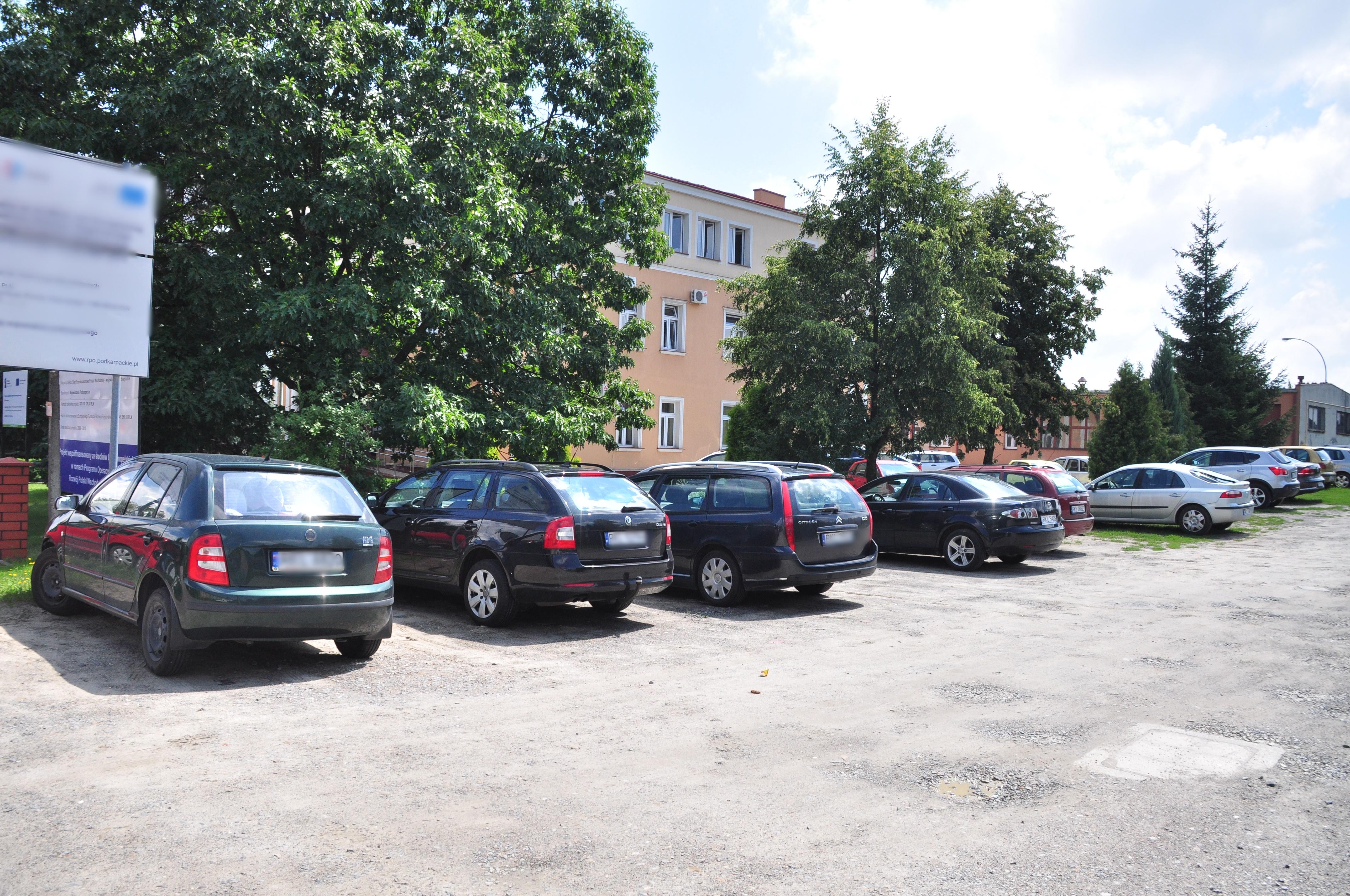 We wtorek, 11 września rozpocznie się budowa parkingu obok Urzędu Miejskiego w Kolbuszowej. Plac będzie zamknięty - Zdjęcie główne