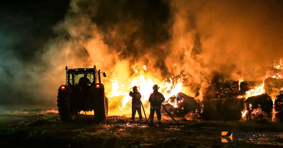 Z PODKARPACIA. Pożar około 180 bali słomy - Zdjęcie główne