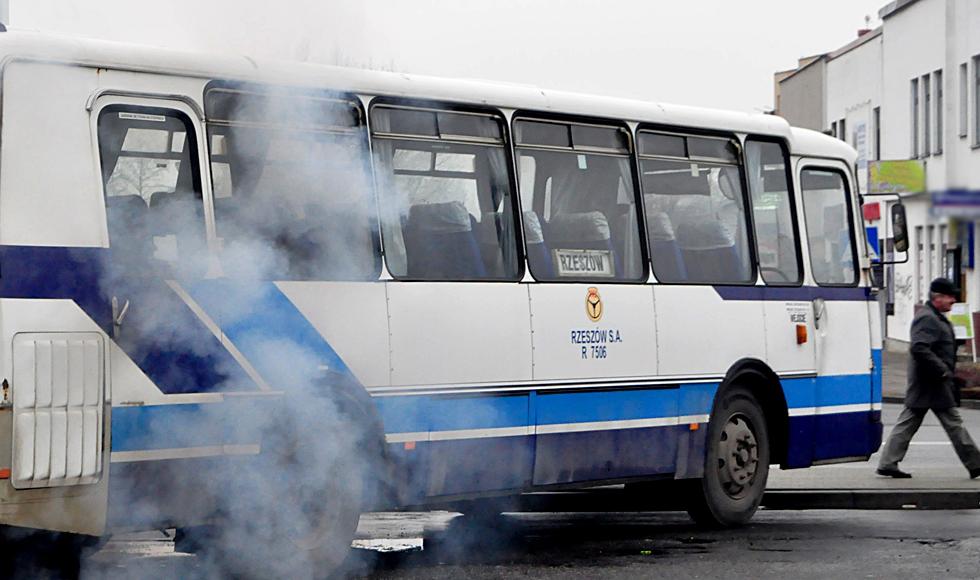 PKS Rzeszów zawiesza i likwiduje kilkadziesiąt kursów. Tymi autobusami już nie pojedziemy  - Zdjęcie główne