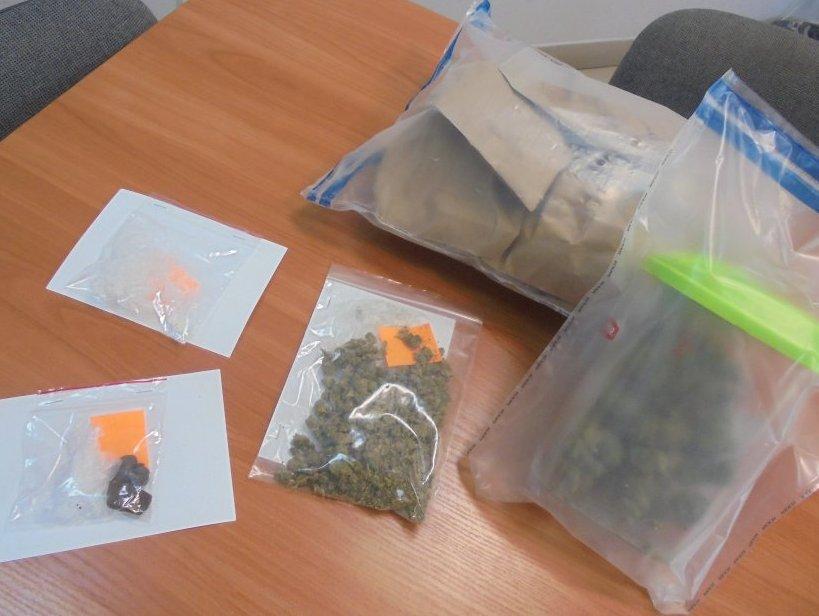 Z REGIONU. Mężczyzna miał w swoim domu marihuanę, haszysz i mefedron - Zdjęcie główne