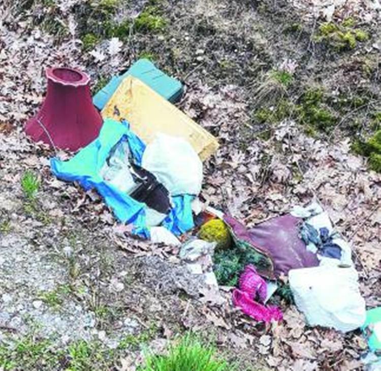 Gmina wydaje tysiące na sprzątanie śmietnisk  - Zdjęcie główne