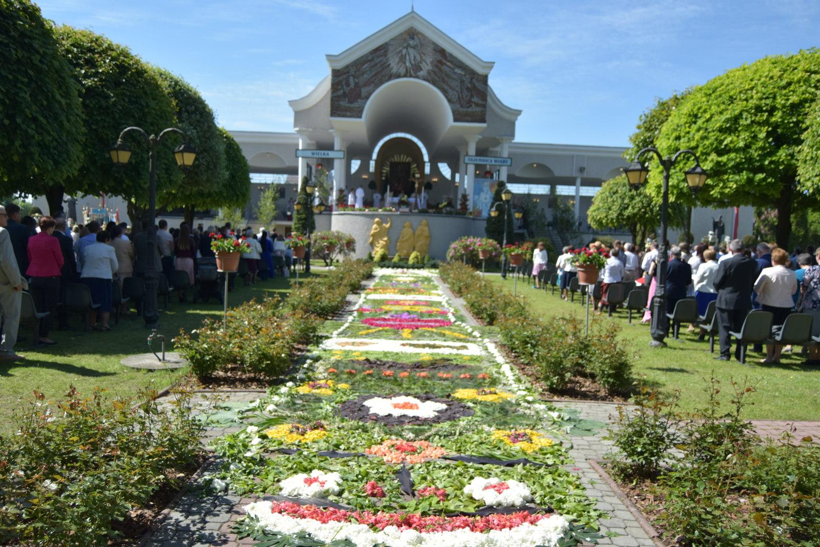 Boże Ciało 2021 w parafii w Cmolasie [ZDJĘCIA] - Zdjęcie główne