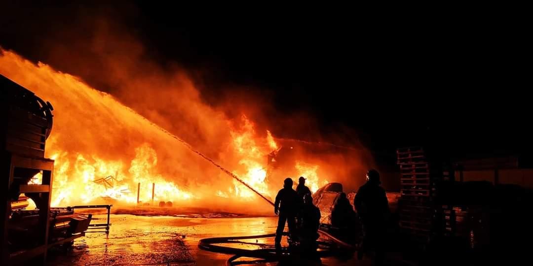 Potężny pożar przy ulicy Sokołowskiej w Kolbuszowej [FOTO] [VIDEO] - Zdjęcie główne