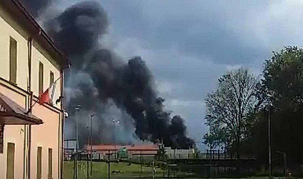Pożar budynku galerii. Gęsty dym nad miastem [VIDEO] [FOTO] - Zdjęcie główne