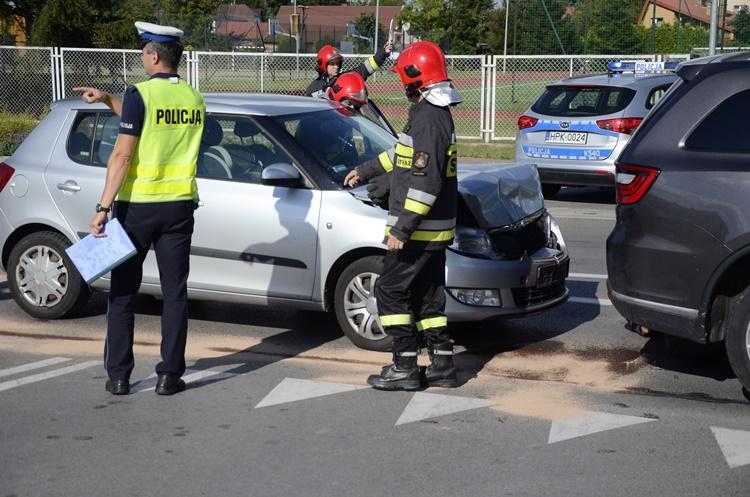 Służby ratunkowe pracowały przy zdarzeniu na ul. Jana Pawła II w Kolbuszowej [FOTO] - Zdjęcie główne