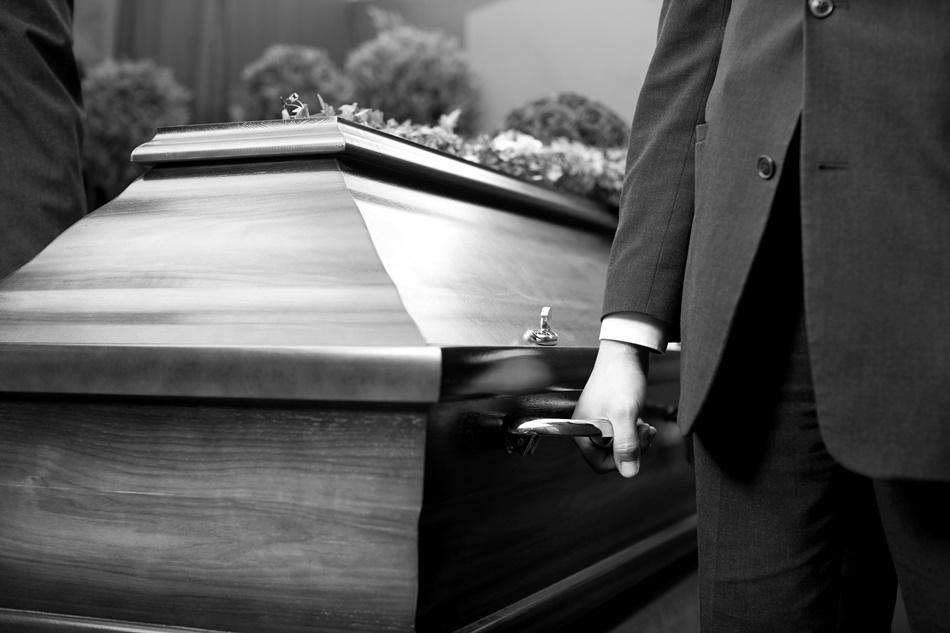 Wyciągnęli ciało z grobu. Sprawą zajęła się kolbuszowska prokuratura [ZDJĘCIA] - Zdjęcie główne