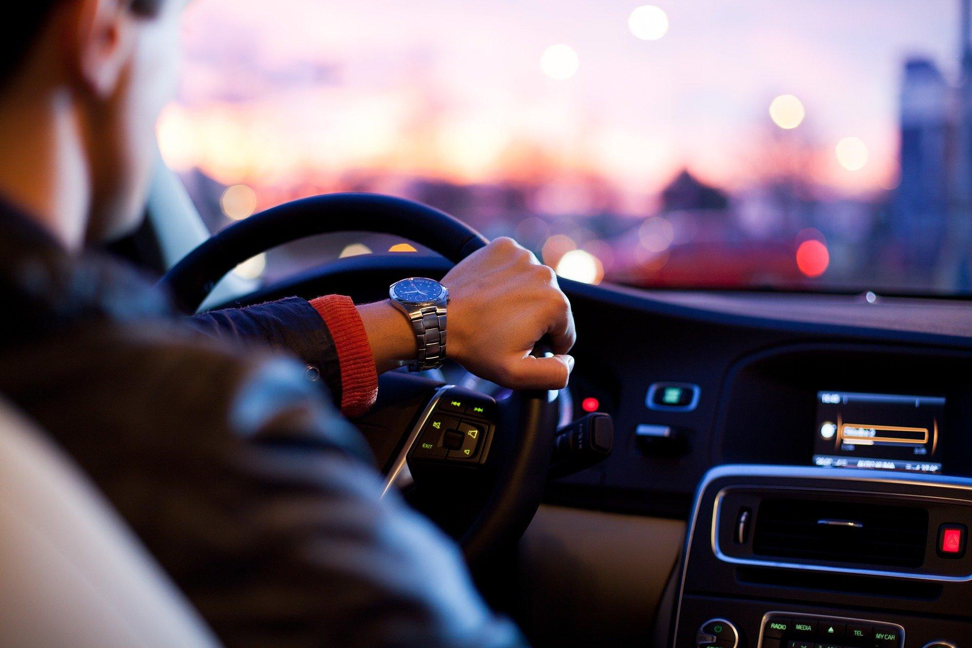 Kompletnie pijany kierowca wiózł nastolatków  - Zdjęcie główne
