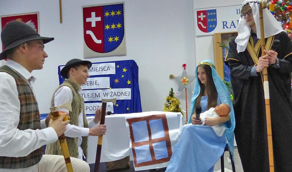 Młodzież z ZST w Kolbuszowej wystąpiła podczas sesji w starostwie |ZDJĘCIA| - Zdjęcie główne
