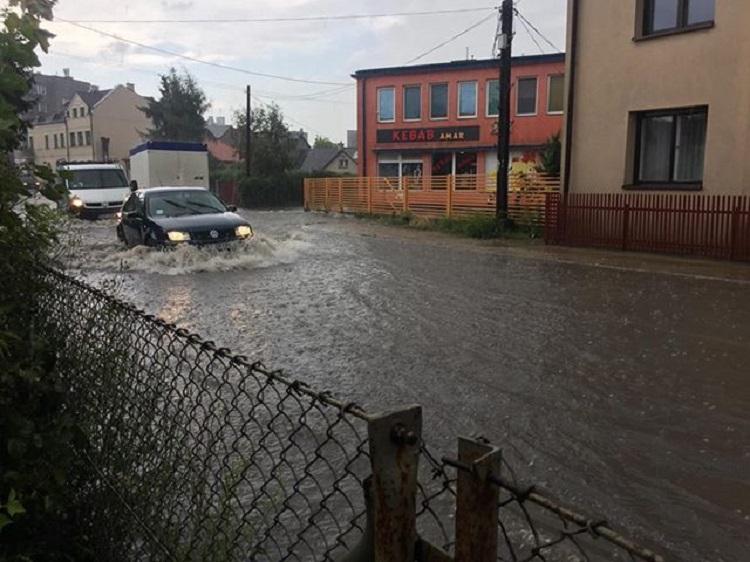 Gmina Kolbuszowa. Deszcze i nawałnice zalały ulice i posesje. Interweniowali strażacy. - Zdjęcie główne