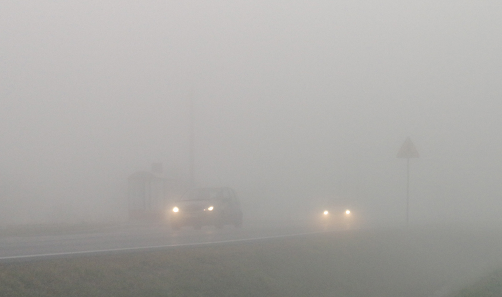 Powiat kolbuszowski. Synoptycy ostrzegają przed gęstą mgłą  - Zdjęcie główne