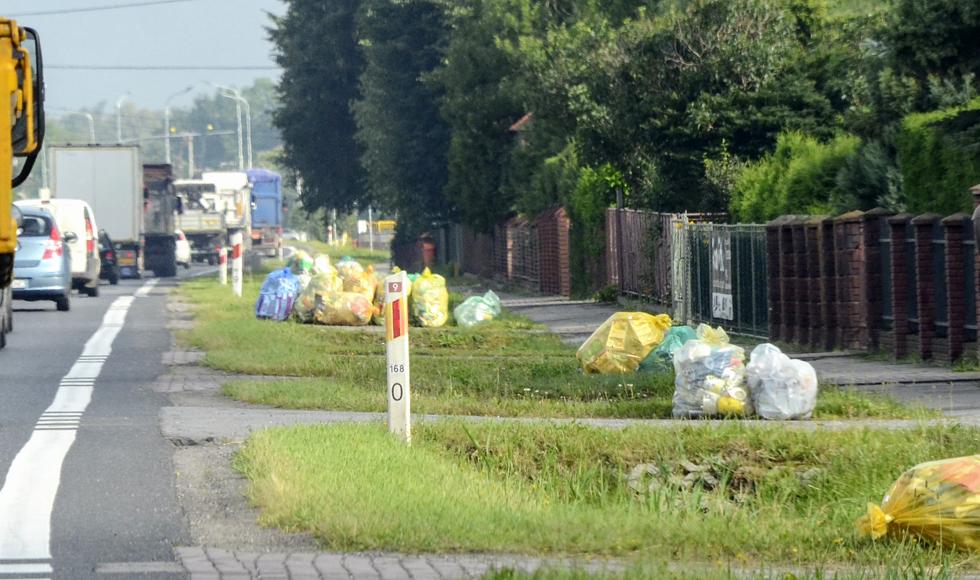 Worki na odpady przyniosą mieszkańcom do domów - Zdjęcie główne