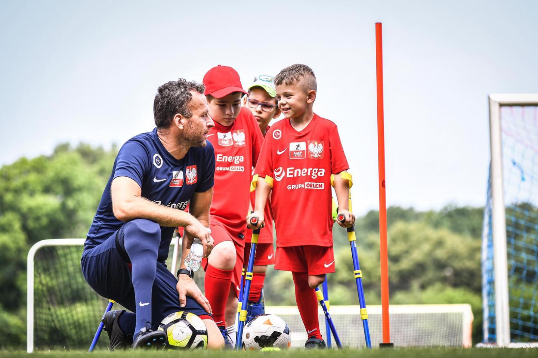 Kacper z NOWEJ DĘBY spotkał się z Robertem Lewandowskim. 8-latek to wielki talent amp futbolu [WIDEO] - Zdjęcie główne