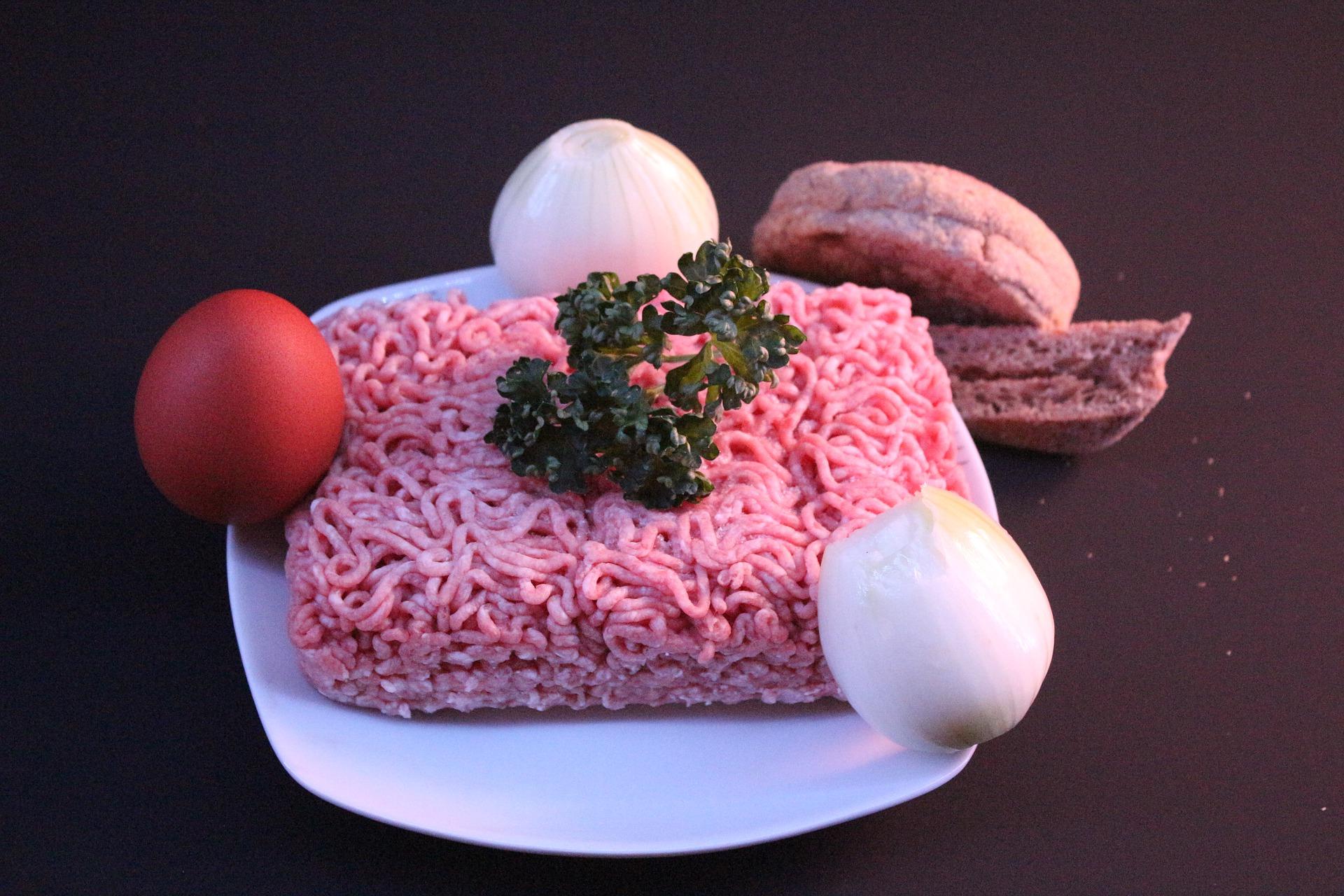 Salmonella w mięsie. Lidl i Biedronka wycofują je ze sprzedaży  - Zdjęcie główne