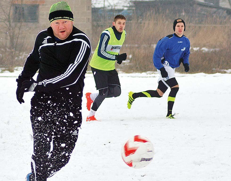 PIŁKA NOŻNA. Drużyny z powiatu kolbuszowskiego testowały nowych zawodników - Zdjęcie główne