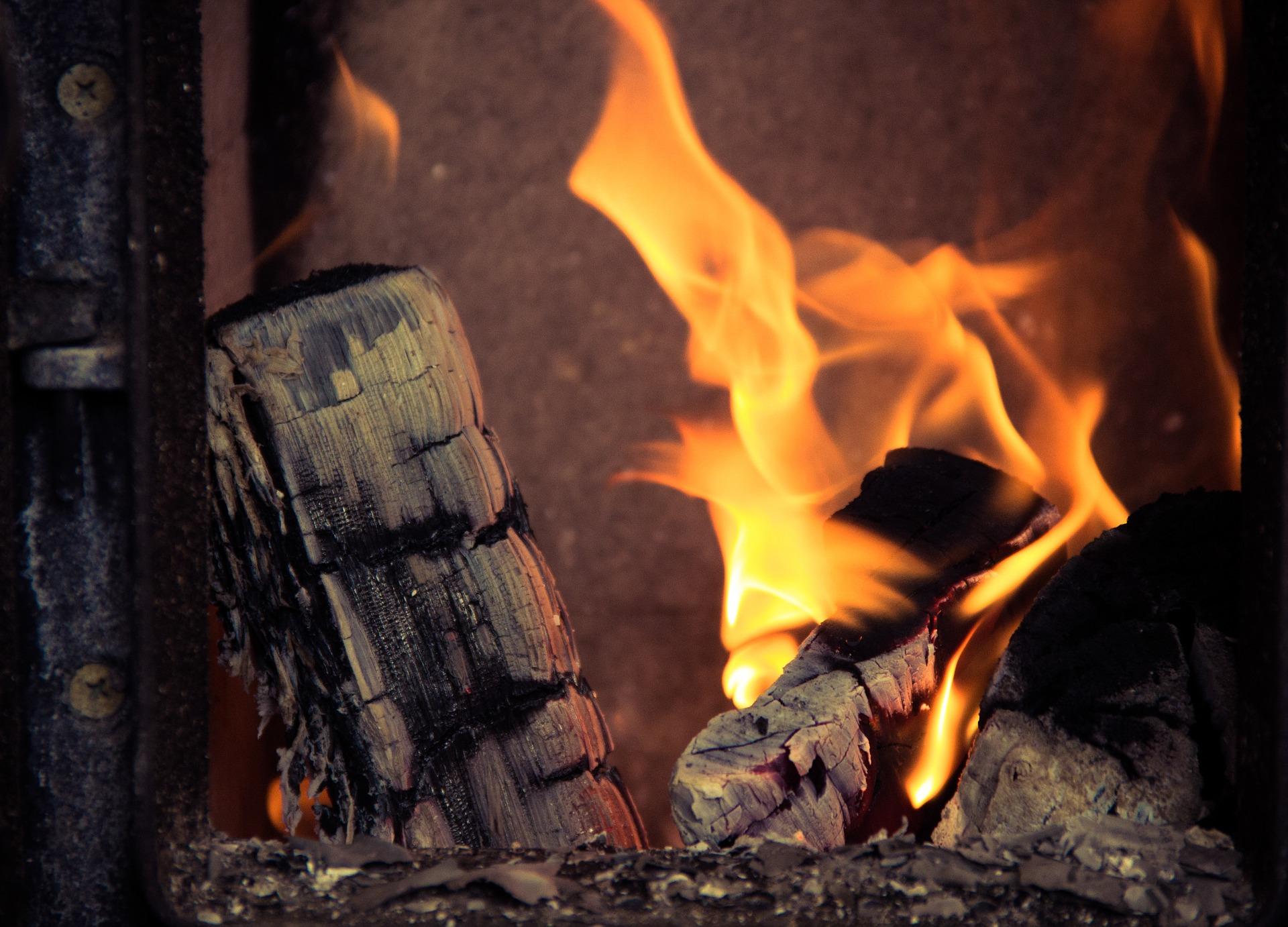 Oszczędnie i bez dymu, czyli jak poprawnie palić w piecu  - Zdjęcie główne