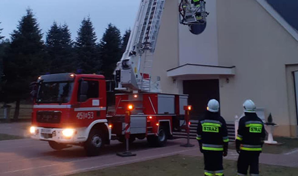 POWIAT KOLBUSZOWSKI. Strażacy wezwani pod kościół [FOTO] - Zdjęcie główne
