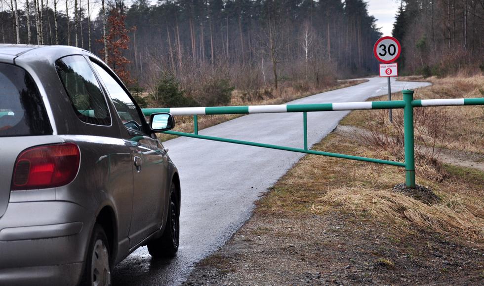 Ryszard Sukiennik, sołtys Trzęsówki, w imieniu mieszkańców stara się o to, aby z drogi asfaltowej nadleśnictwa zniknęły szlabany - Zdjęcie główne