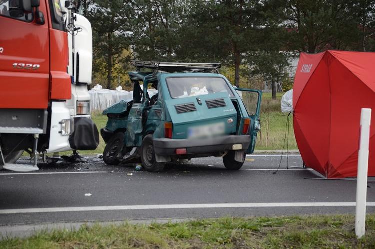 """Wypadek śmiertelny w Cmolasie. Krajowa """"dziewiątka"""" zablokowana! [FOTO] - Zdjęcie główne"""