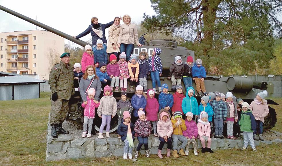 Przedszkolaki z Kolbuszowej odwiedziły Jednostkę Wojskową w Nowej Dębie  - Zdjęcie główne