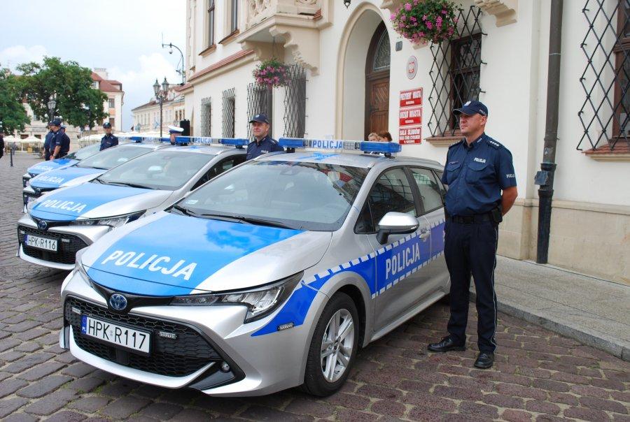 Z REGIONU. Policjanci z Rzeszowa będą wozić się hybrydami |ZDJĘCIA| - Zdjęcie główne