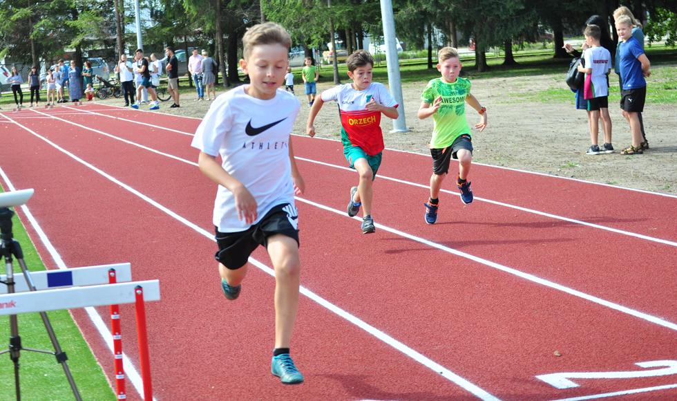 Dzieci i młodzież rywalizowali podczas Dnia Sportu w Kolbuszowej [ZDJĘCIA | WIDEO] - Zdjęcie główne