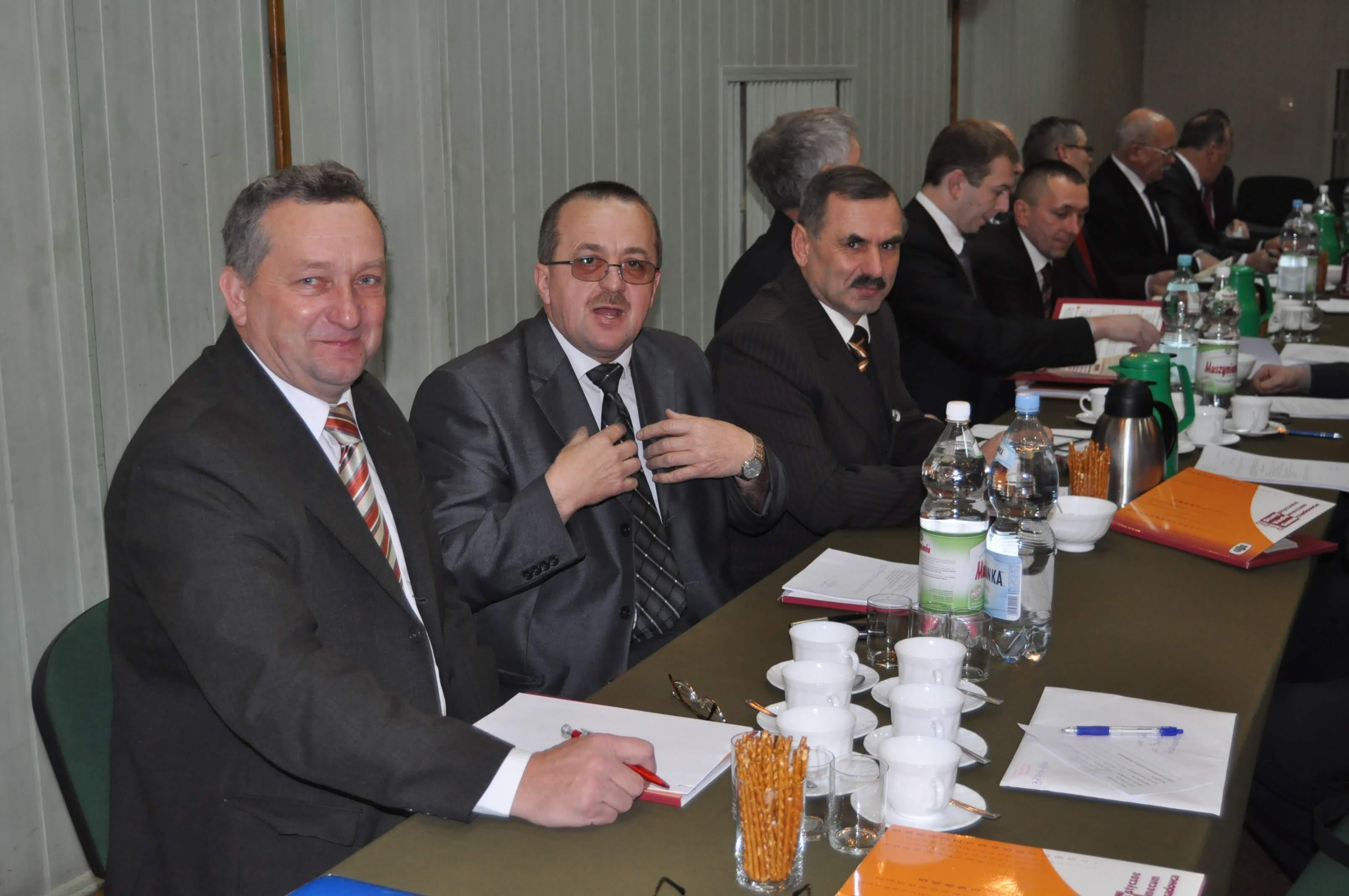 DEKADĘ TEMU. Pierwsza sesja nowej rady w Kolbuszowej [FOTO] - Zdjęcie główne