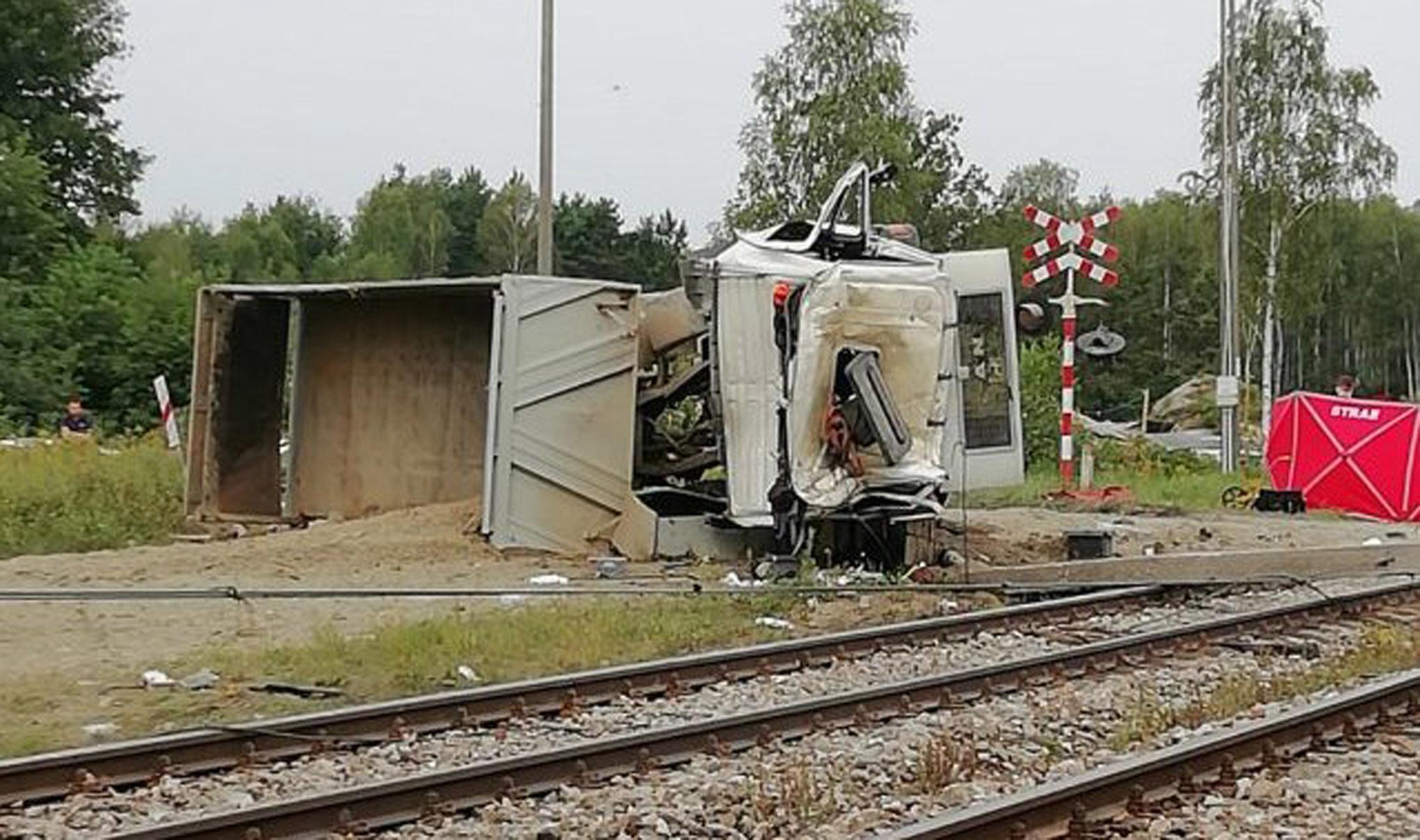 Podkarpacie. Śmiertelny wypadek na torach. Pociągi kierowane są przez Kolbuszową [MAPA] [AKTUALIZACJA] [FOTO] - Zdjęcie główne