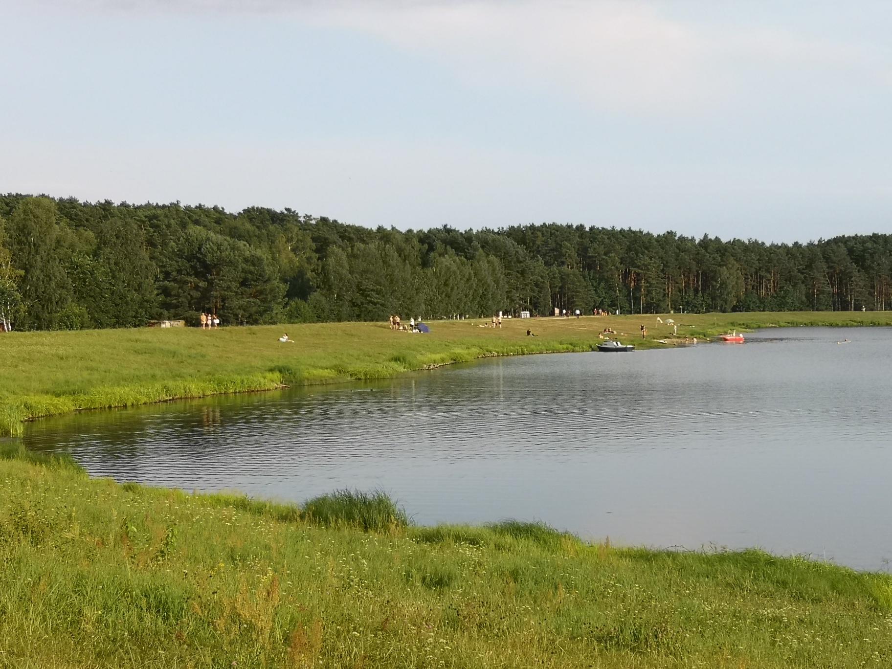 Zalew Maziarnia. Ratownicy i policja o wypoczywających nad wodą [ZDJĘCIA] - Zdjęcie główne