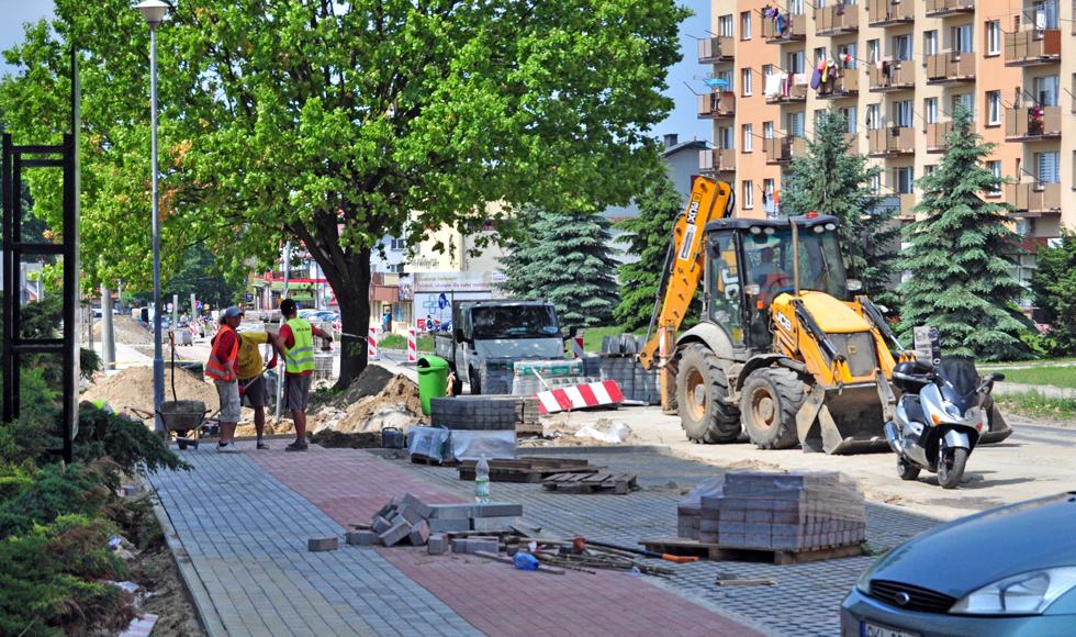 Ekipa remontowa kontynuuje prace na ulicy 11 Listopada w Kolbuszowej  - Zdjęcie główne