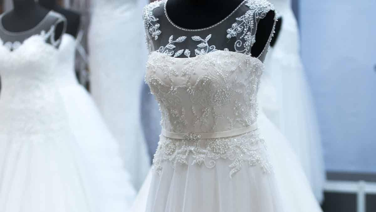 Ślub zimą – te suknie ślubne musisz zobaczyć - Zdjęcie główne