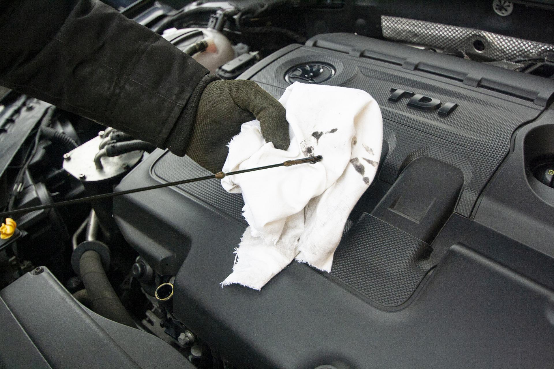 Wymiana oleju w samochodzie jeszcze droższa  - Zdjęcie główne