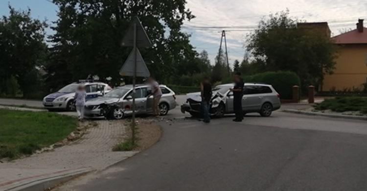Kolejna groźna stłuczka na skrzyżowaniu w Mechowcu [FOTO] - Zdjęcie główne