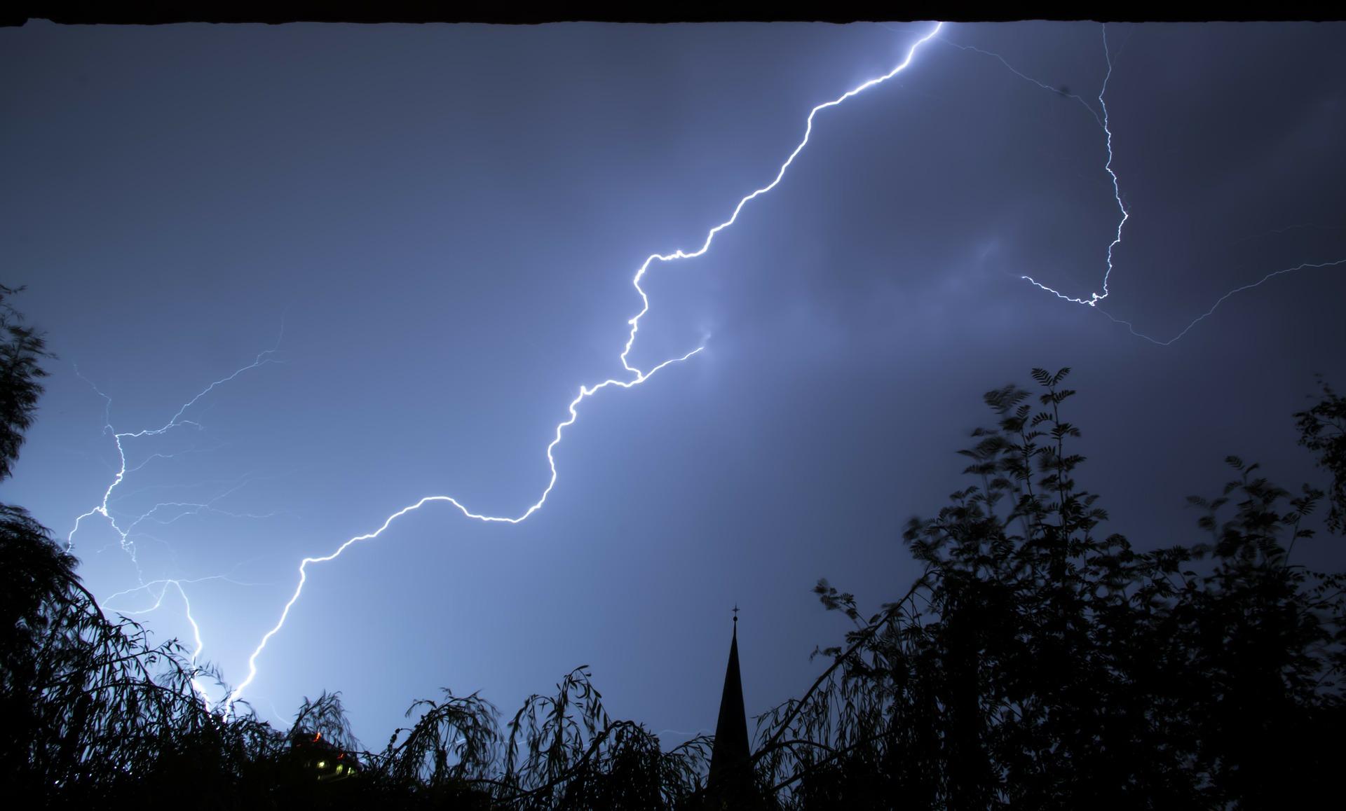 Dzisiaj w naszym powiecie możliwe burze z gradem |VIDEO| - Zdjęcie główne